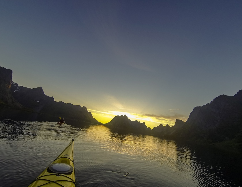 Kayaking midnightsun lofoten norway
